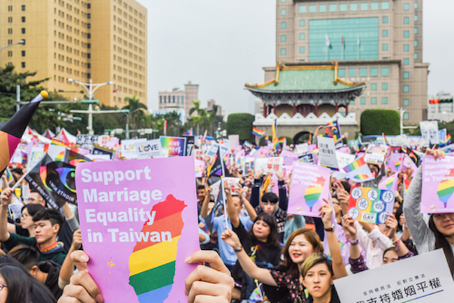 Abiti Eleganti Ravenna.Twitter Erupts After Taiwan Becomes The First Place In Asia To