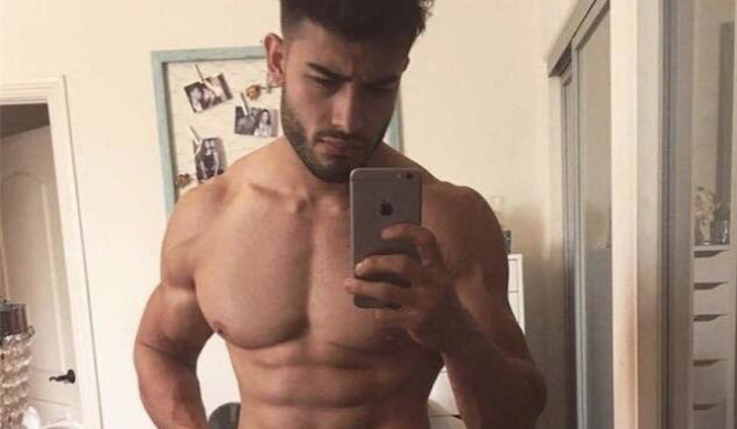 Twitter Is Drooling Over This Revealing Pic Of Britney Spears Boyfriend Sam Asghari But Wait