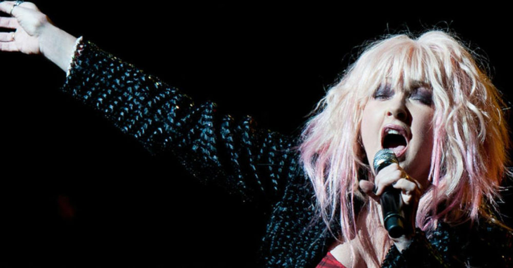 cyndi-lauper-att-live-proud-lgbt-homeless-youth-singing