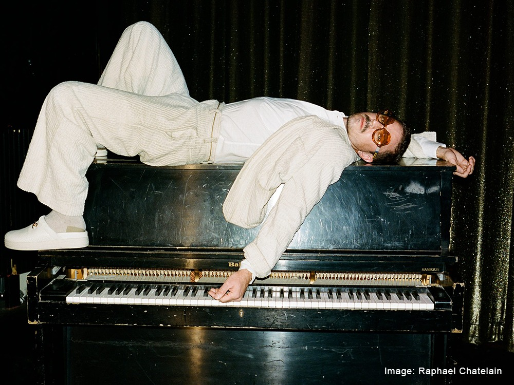 jake-shears-scissor-sisters-att-home-for-the-holidays-raphael-chatelain