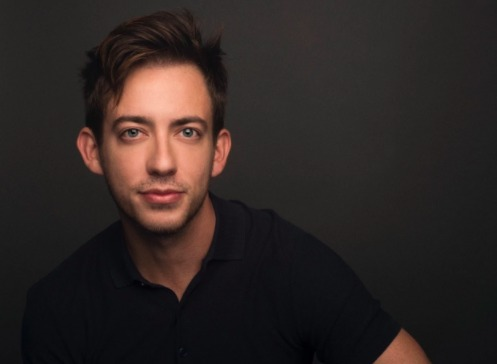 'Glee' actor Kevin McHale comes out in Ariana Grande tweet