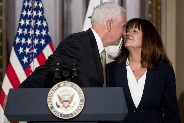 Vice President Mike Pence leans in to kiss his wife, Karen