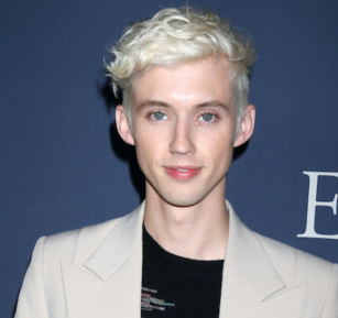 "WATCH: Um, what's that Troye Sivan said about being a ""raw dog bottom b*tch""?!"